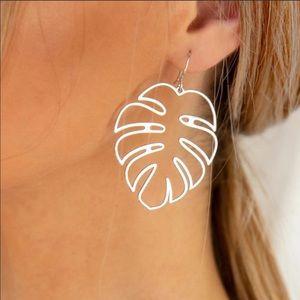 Jewelry - NEW🌸 Palm Leaf Earrings